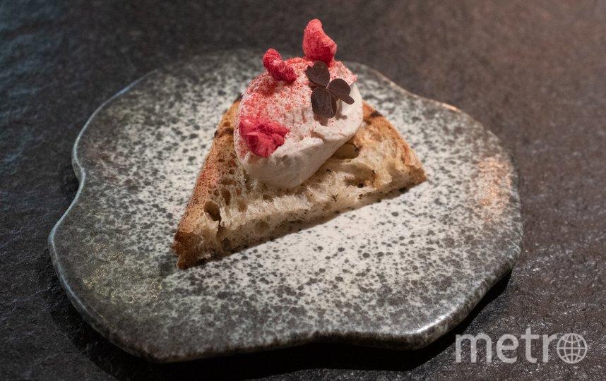 "Паштет из телячьих мозгов на свежеиспеченном тартине. Фото Святослав Акимов, ""Metro"""