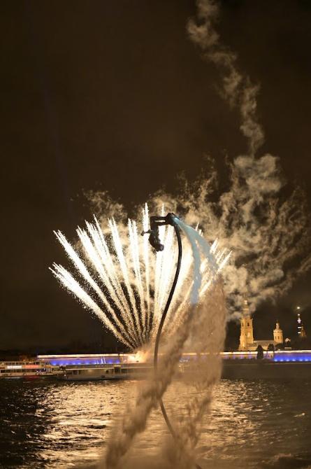 Кульминцая водных шоу. Фото Предоставлено организаторами