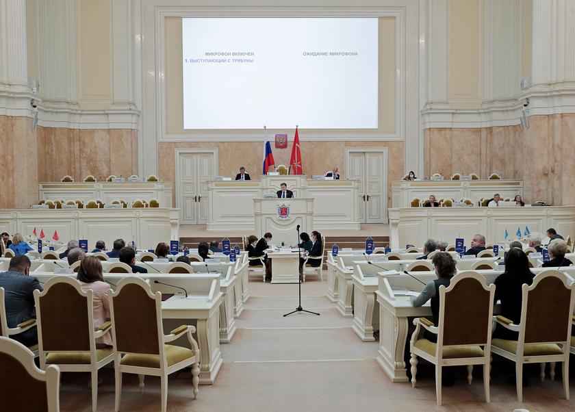 Сразу в нескольких партиях мандаты перешли от одного депутата к другому. Фото https://www.assembly.spb.ru/