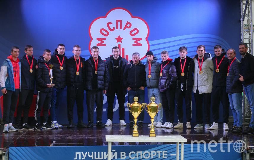 Игорь Акинфеев и футбольная команда МАИ. Фото Василий Кузьмичёнок