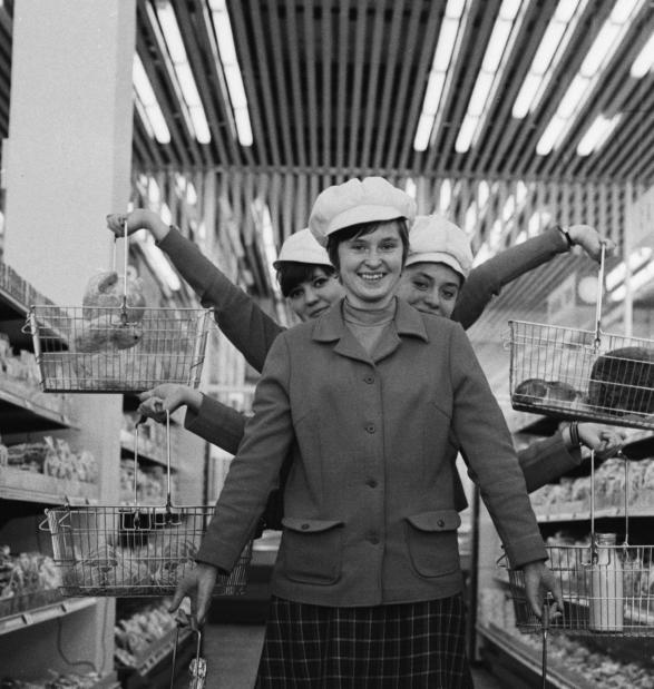 Ленинградский универсам, 1970-е годы. Фото ТАСС. Юрий Белинский, Олег Пороховников.