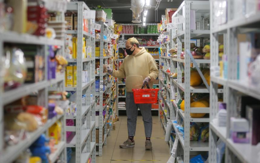 Шерзод уверен, что курьер, выполняющий доставки из  Яндекс.Лавки, сможет, как и он, зарабатывать по три тысячи в день и сегодня.