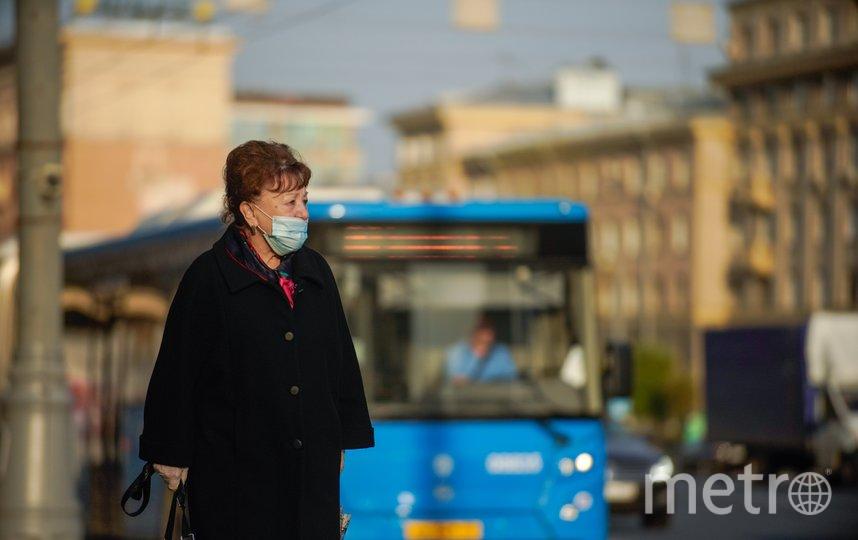 """В Москве по-прежнему необходимо соблюдать масочный режим. Фото АГН """"Москва""""/Александр Авилов"""