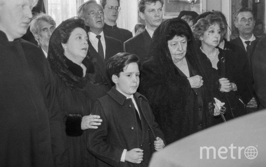 Георгий Романов с мамой Марией Владимировной Романовой. Фото ТАСС. Николай Адамович, Юрий Белинский.