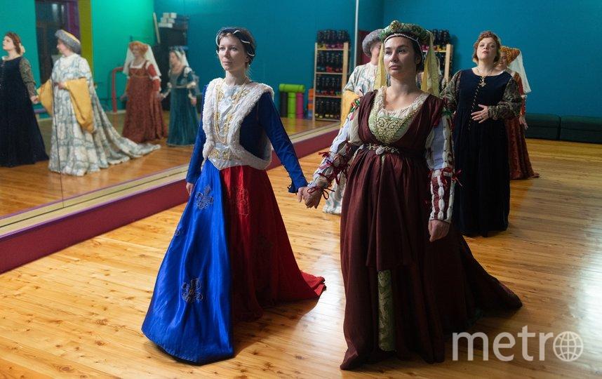 """Лилии на платье """"намекают на французское происхождение. Фото Святослав Акимов, """"Metro"""""""