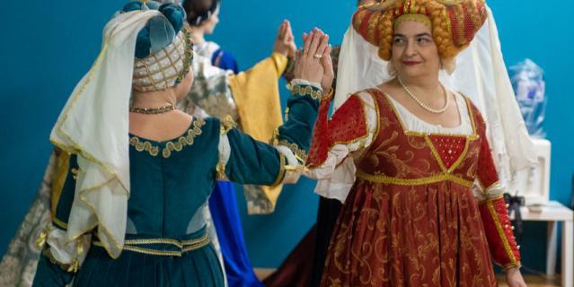 . В XV веке в Италии женщины любили светлые волосы и делали соответствующие парики.