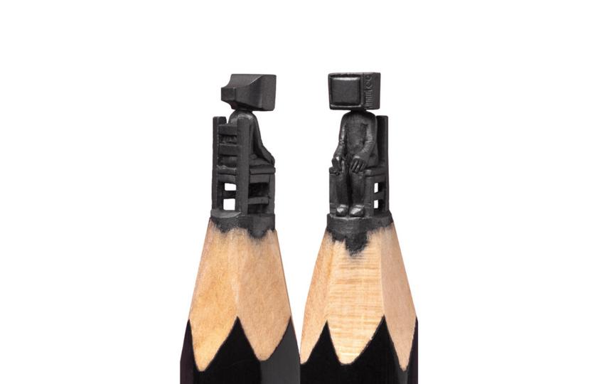 Скульптуры на карандаше художник создает под микроскопом. Фото Фото предоставлено героем публикации.