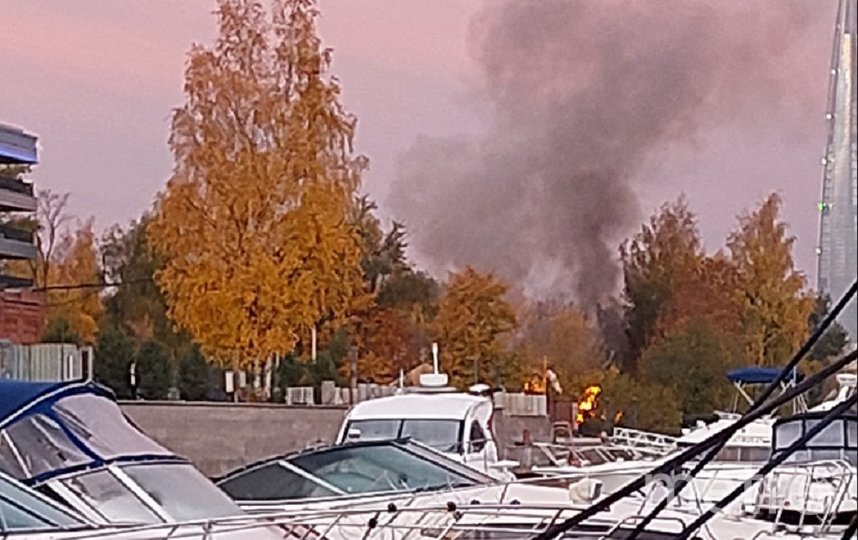 Пожар произошел утром. Фото vk.com/spb_today.