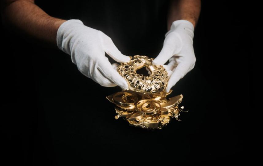 Золотой бейгл весит 12 килограммов. Фото Тим Бенгель.