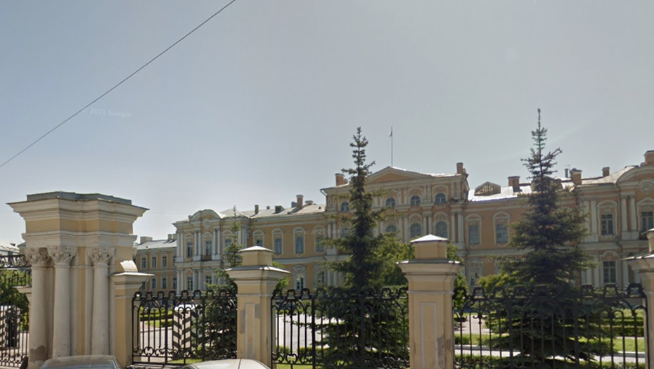 В центре Петербурга вручную разбирают флигель Воронцовского дворца. Фото gov.spb.ru.