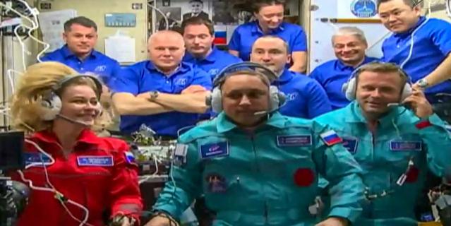 Новый экипаж на совместной фотографии на МКС.