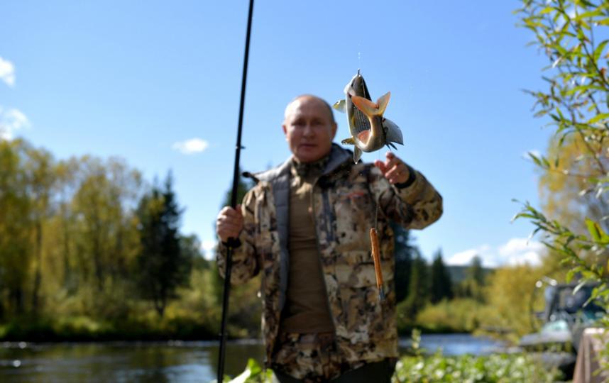 Отпуск в Сибирском федеральном округе. Президент рыбачит. Фото kremlin.ru