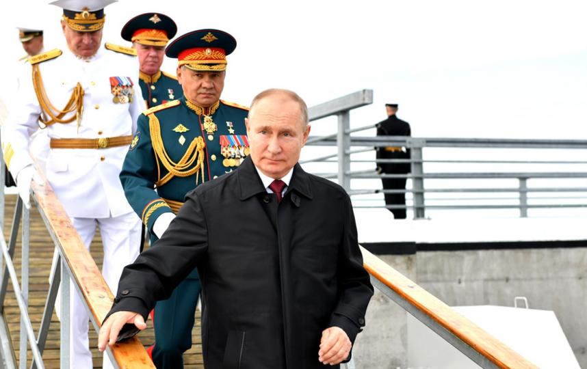 Владимир Путин на праздновании Военно-Морского парад в Петербурге. Фото kremlin.ru