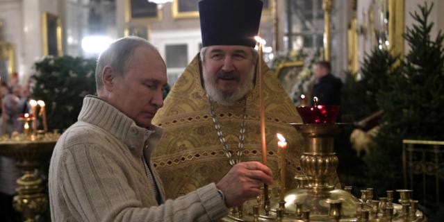 Владимир Путин в Спасо-Преображенском соборе в родном Санкт-Петербурге.