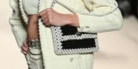 Какие модели сумок будут актуальны весной/летом 2022: делаем выводы из показа Chanel