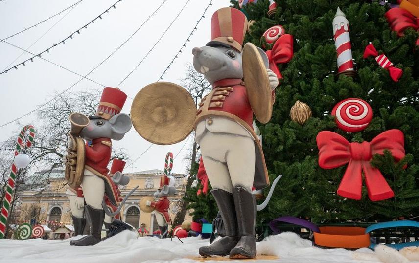 """Сказочные мыши на Рождественской ярмарке прошлого года. Фото Святослав Акимов, """"Metro"""""""