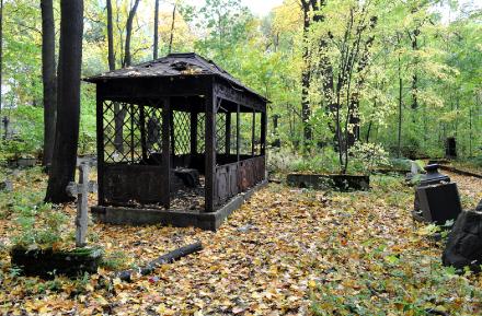 Склеп на Смоленском лютеранском кладбище.