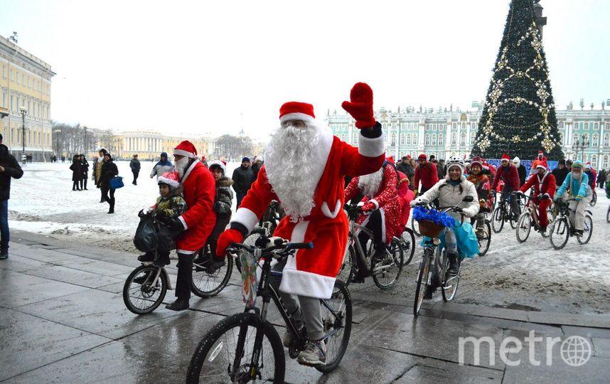 vk.com/bikededmoroz / Велопарад Дедов Морозов и Снегурочек.