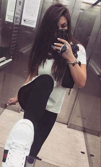 Instagram: @maraa049 .