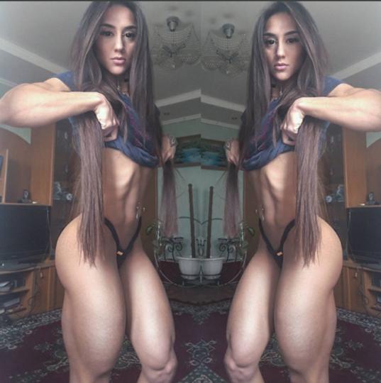 девушка с мускулистыми ногами познакомится