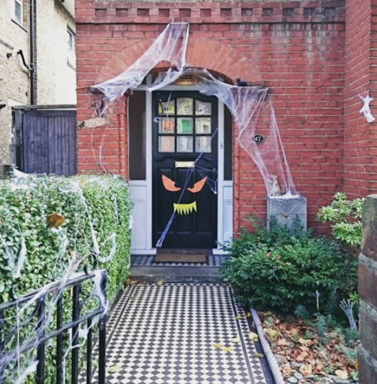 https://www.instagram.com/explore/tags/halloweenhouse/.