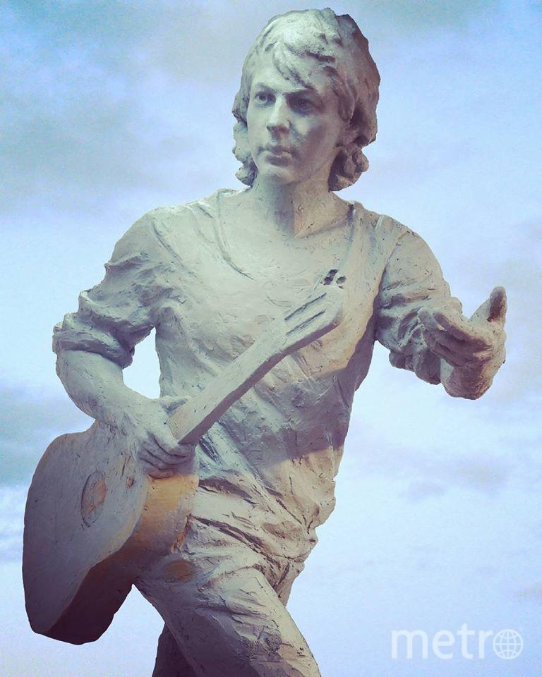 Александра Башлачёва  изобразили с гитарой в руке / фото предоставлено Марией Ивановой-Очерет.