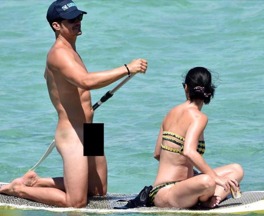 Без бикини на пляже фото
