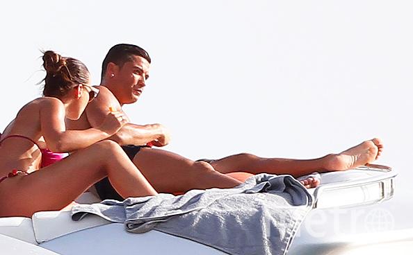Роналдо криштиано занимается сексом в пляже