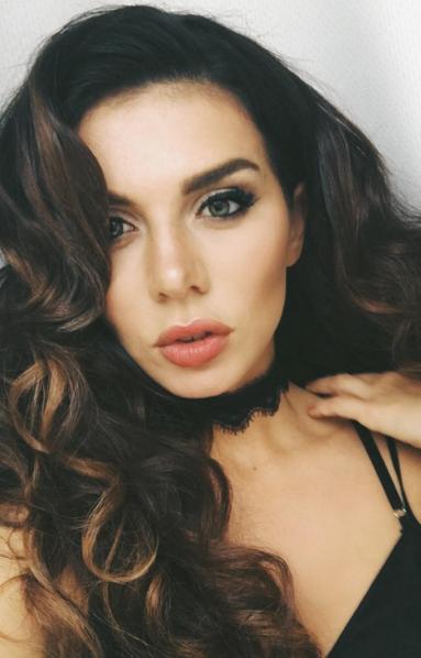 https://www.instagram.com/annasedokova/.