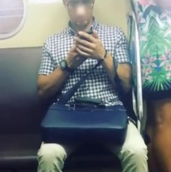 Под юбкой молодух в метро видео — photo 12
