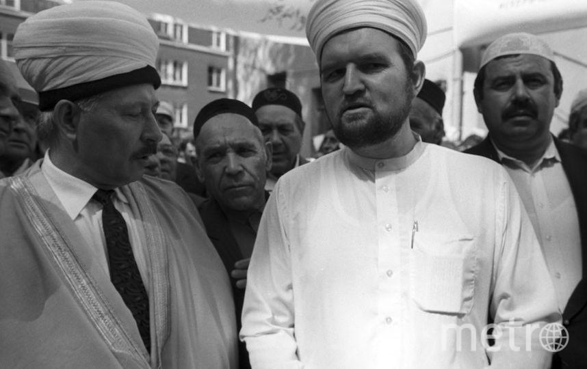 Махмуд Велиев (справа).