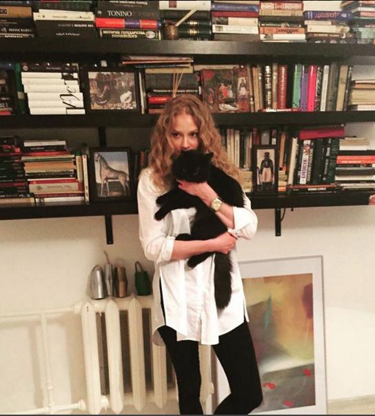 https://www.instagram.com/svetlana_khodchenkova/.