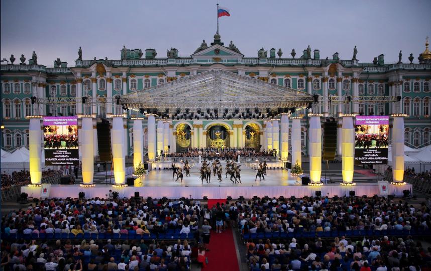 фото предоставлены организаторами шоу на Дворцовой.