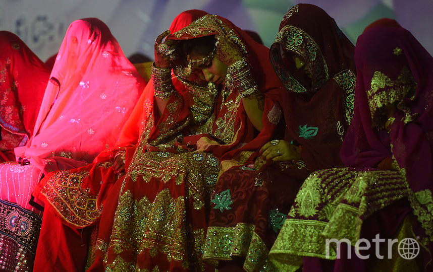 essay on wedding ceremony in pakistan Only the near relations of the bridegroom stayed behind to sit through the marriage ceremony the ceremony was performed at night before the sacred fire with the chanting of the vedic mantras in the morning the marriage party left for their home town with the bride.