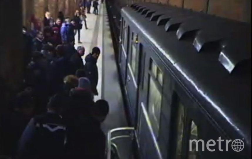 крин с видео пресс-службы УВД на Московском метрополитене.