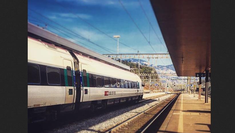 Instagram. Пассажирский поезд в Швейцарии.
