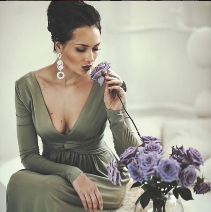 Настасья Самбурская вышла в свет с экстравагантным макияжем