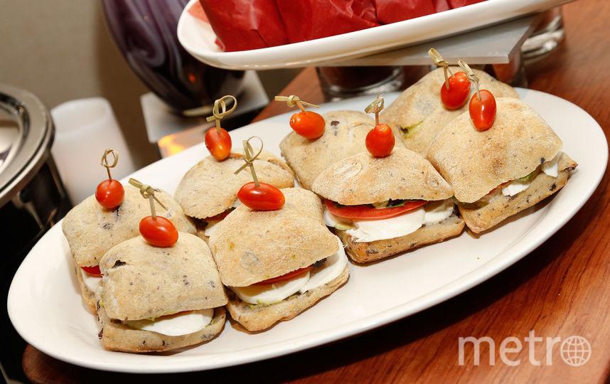 Сэндвичи с моццареллой.