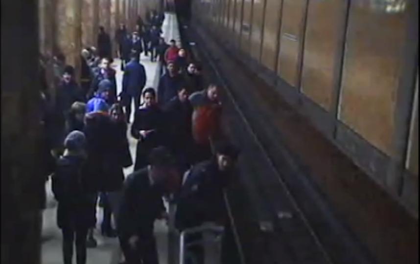 Скрин с видео УВД на Московском метрополитене.