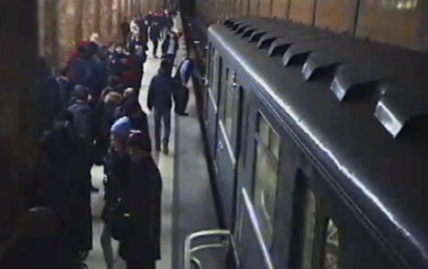 Скрин с видео пресс-службы УВД на Московском метрополитене.