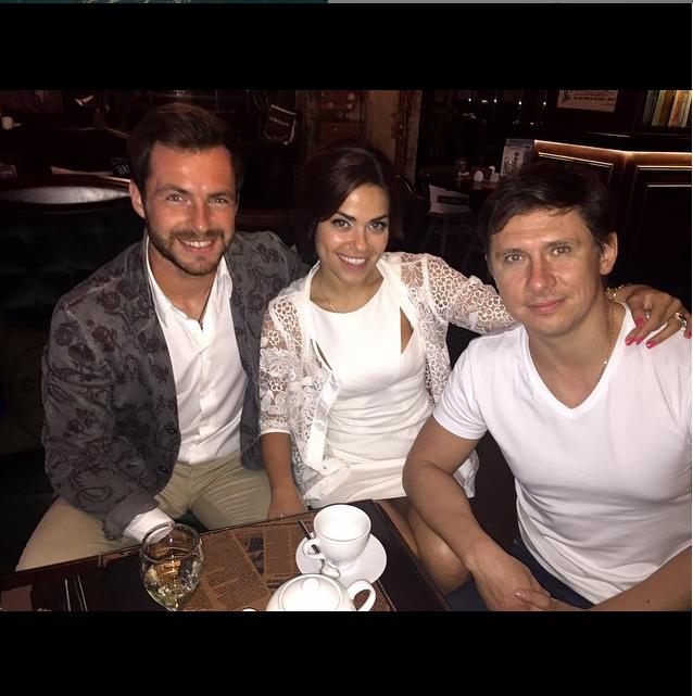 https://www.instagram.com/senoritagalo/.