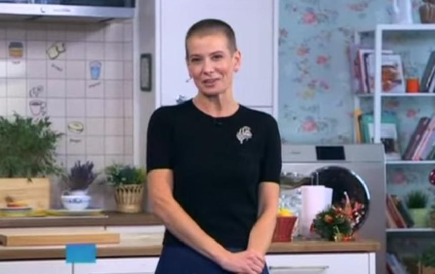 """кадр из передачи """"Утро с Юлией Высоцкой""""."""