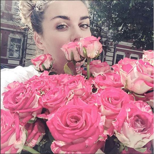 https://instagram.com/p/8F2sbqoZdf/?taken-by=annasedokova.
