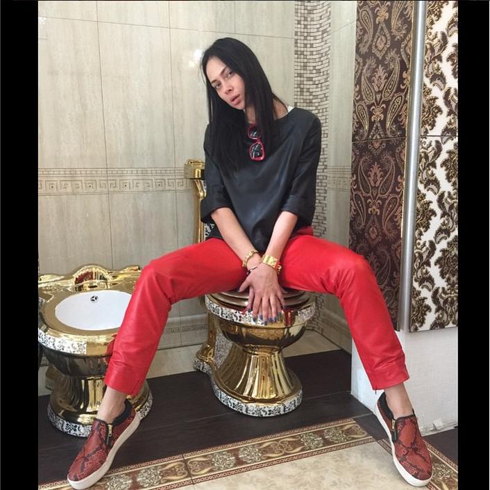 https://instagram.com/samburskaya/.
