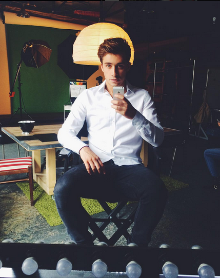 https://instagram.com/p/5hGbuVG6C8/?taken-by=artem.