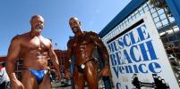 Женщины и мужчины померились мускулами на ежегодном чемпионате бодибилдинга в США