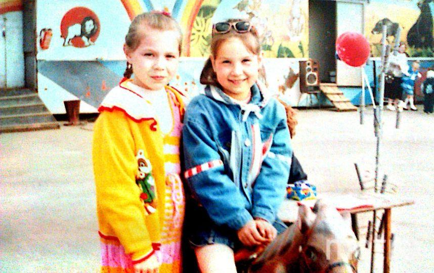 Виктория и её подруга Анастасия.