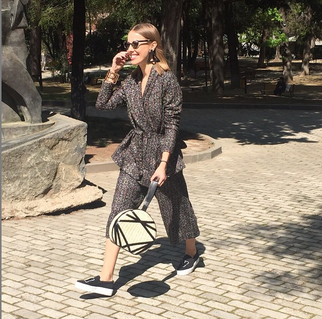 https://instagram.com/p/6ezRZHCCMX/?taken-by=xenia_sobchak.