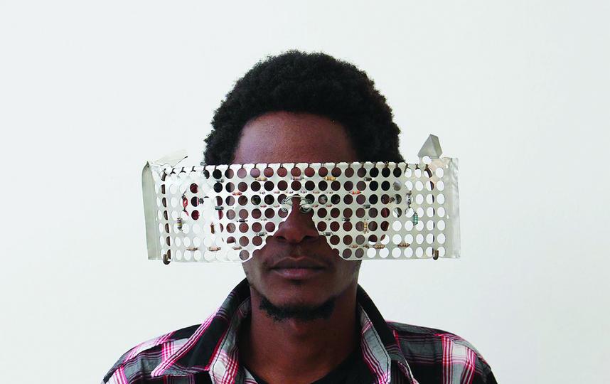 Сайрус Кабиру, кенийский художник.