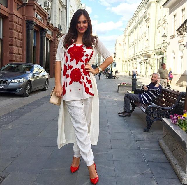 https://instagram.com/p/5ZKVhCvqYV/?taken-by=innazhirkova.